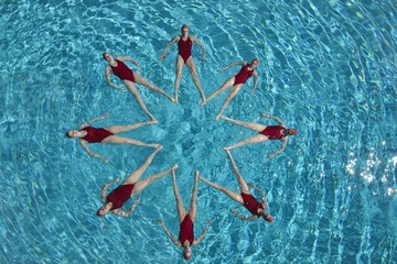 Synchronised swimmers form a star