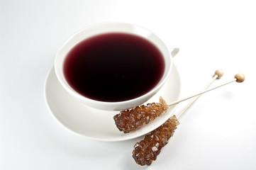 Roter Früchtetee und Kandiszucker
