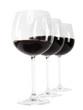 Rotwein im Glas mit Hand erstelltem exaktem Beschneidungspfad