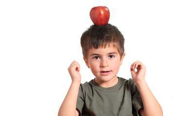 equilibrio - bambino con mela in testa