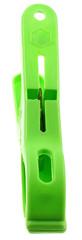pince à linge en plastique vert, vue de dessus, fond blanc