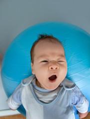 Baby als Atlas