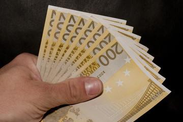 200 Euro (2)