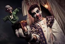 Zdjęcie z Straszny Klaun gospodarstwa Jack-in-the-box zabawka