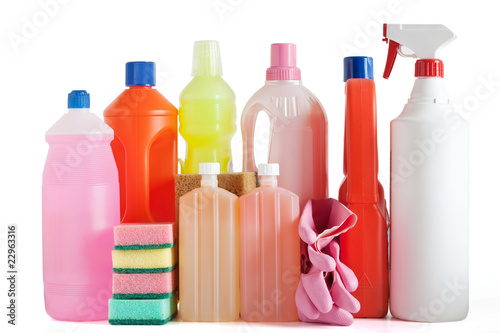 spugne bottiglie e prodotti detergenti