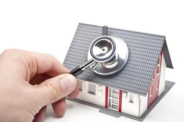 Haus mit Stethoskop
