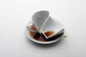 壊れたカップ