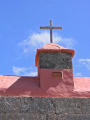 Kanarisches Dach mit Kreuz