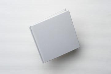 飛ぶ白い本