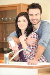 Portrait d'un couple dans la cuisine