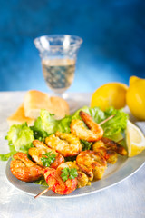 shrimp skew and salad - spiedini di gamberi e insalata