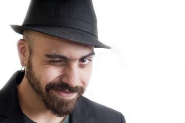 uomo con cappello