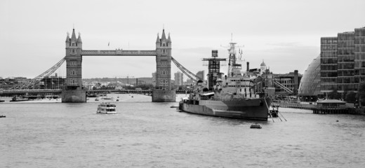 Londo - Tower bridge and cruiser Belfast