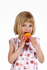 blondes Mädchen mit Apfel 5