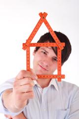 Mann mit Haus
