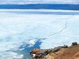 Lac gelé fissuré poster