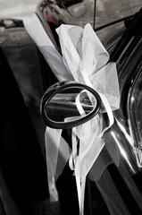 decorazione matrimonio su automobile d'epoca