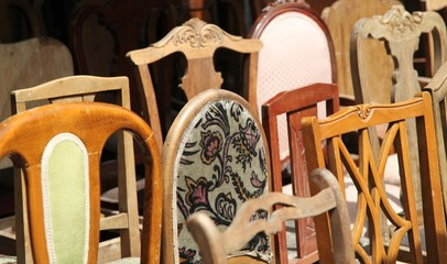 Alte Holzstühle