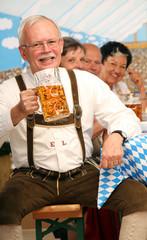 Bayer mit Bierkrug