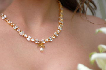 Gold bridal necklace with diamonds and perl