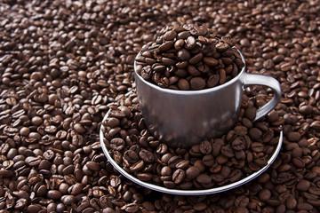 Xicara com grãos de café