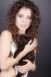 Frau mit Katze und tollen Fingernägel, women with cat, hoch 02