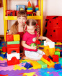 Children play block and construction set .