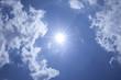青空と雲と太陽光線