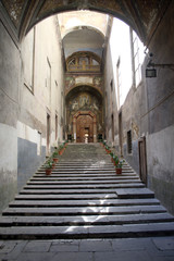 Tourism in Naples: Ingresso del Chostro di San Gregorio Armeno
