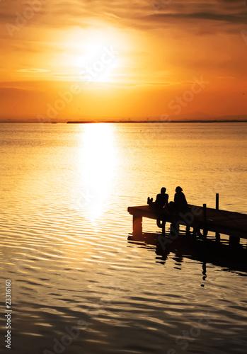 obserwując zachód słońca