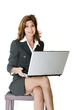 Donna In azienda con PC portatile