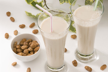 Tiger nut milk. Horchata de chufa.
