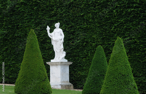 Zone of antique world francestatue dans jardinteau versailles packshot for Jardin royal toulouse