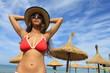 Sexy junge Frau am Strand von Mallorca