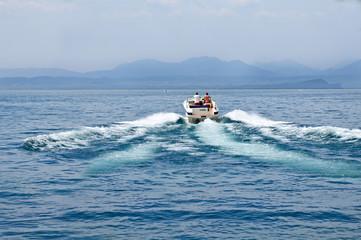 Mit der Yacht hinaus