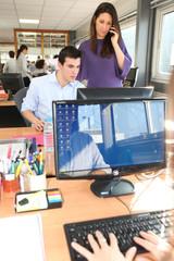 Directrice commerciale et assistant au bureau