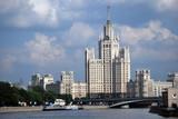 Moskova et tour de Staline dans Moscou poster