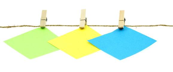 affichage sur corde à linge, fond blanc