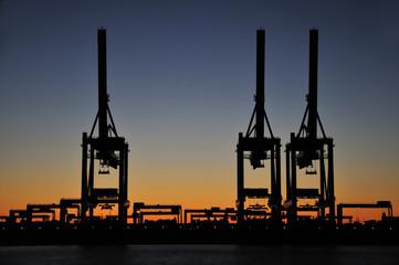 Zur blauen Stunde am Containerterminal