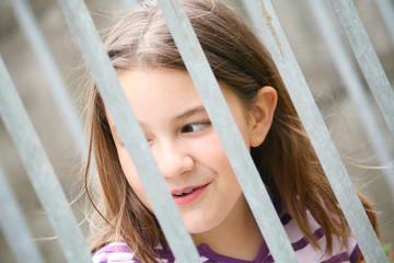 adolescente in gabbia