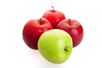 3 красных 1 зелёное яблоко