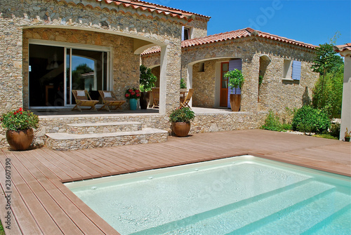 terrasse piscine - 23607390