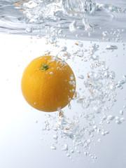 オレンジと水