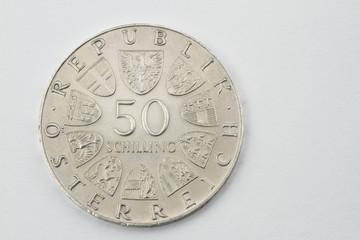 Vorderseite einer 50 Schillingmünze aus dem Jahr 1973