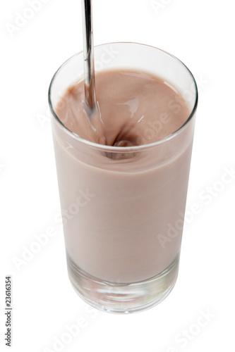 Glas Milch mit Kakao inklusive exaktem Beschneidungspfad