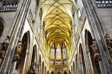 R. vitus cathédrale
