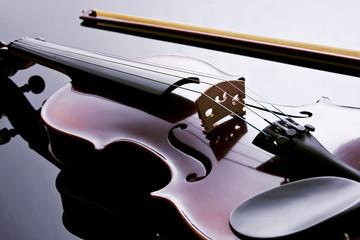 Violino em contra luz.