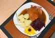 kasslerbraten mit Kartoffeln, Rotkohl
