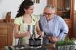 Femme senior et aide à domicile