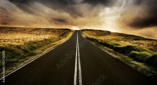 Leinwanddruck Bild The Road is Long